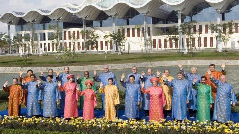 [Leaders at APEC 2006; note that Creative Commons licence does not apply to this image]