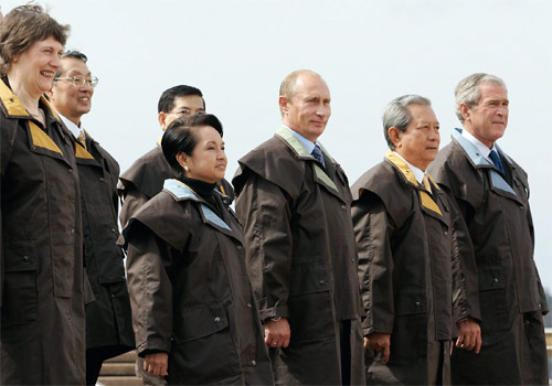Leaders at APEC 2007 wearing Driza-Bone. Image courtesy of APEC 2007 Taskforce; Creative Commons licence does not apply