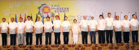 Leaders at the second East Asia Summit, Cebu, Philippines. Creative Commons licence does not apply to this image.